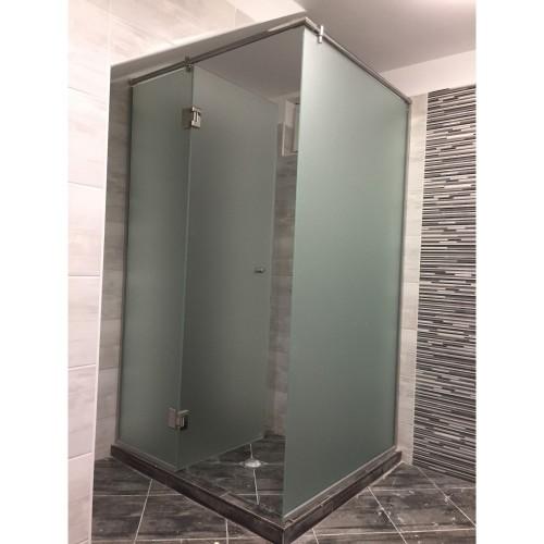 Стъклен параван за баня
